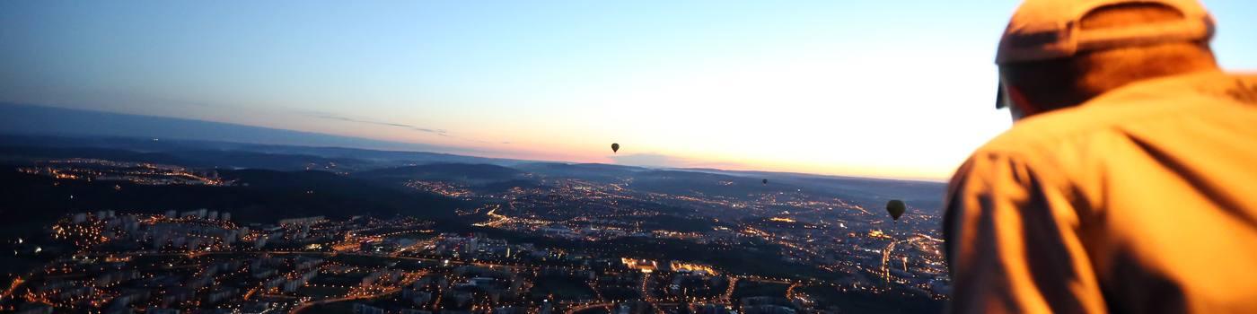 Noční let balónem