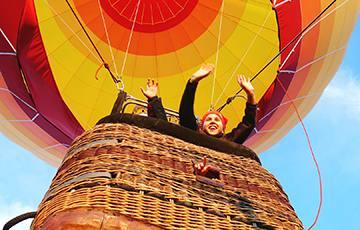 Let balónem pro rodinu